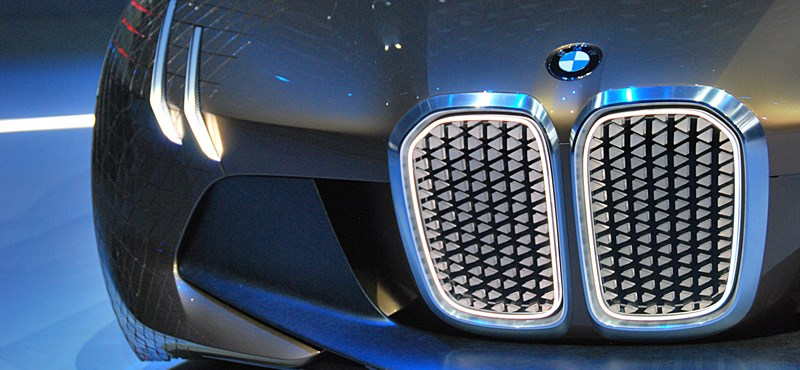 Jön a BMW, ami a Teslának is odacsapna