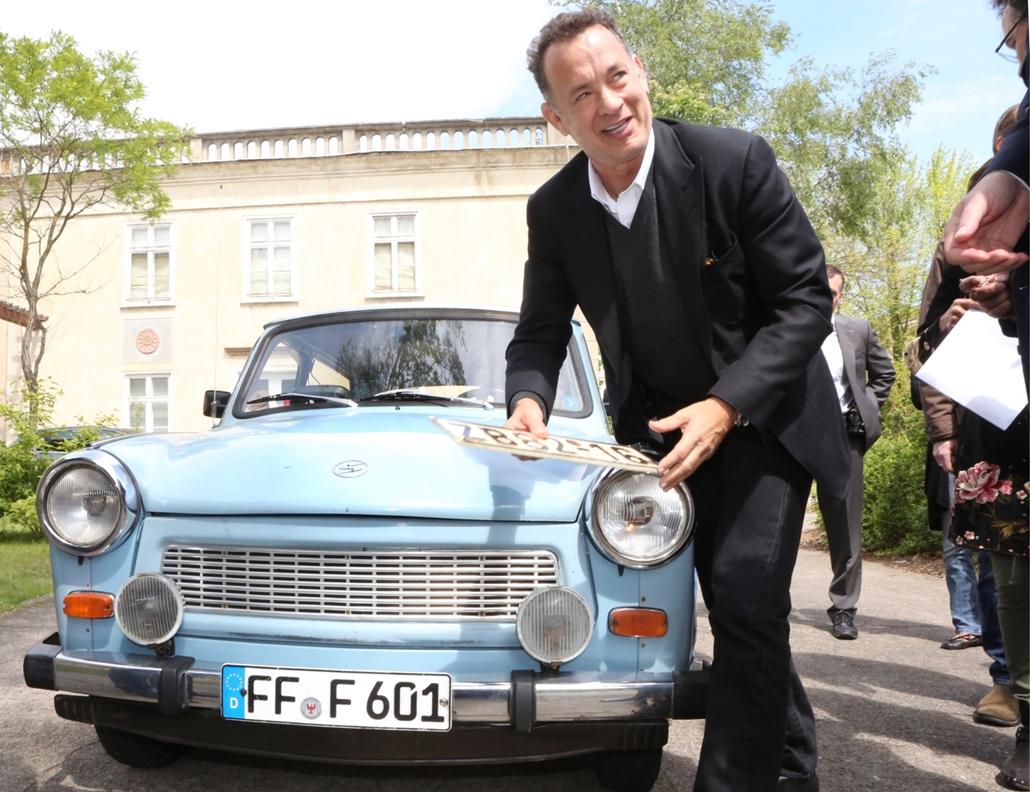 afp.14.04.17. -Tom Hanksnek is régi álma volt egy Trabit kipróbálni