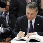 Orbán Viktor is aláírta az EU-paktumot
