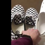 Itt az újabb kihívás: cipőket és papucsokat dobálnak az internetezők, az eredmény pedig mindenkit meglep