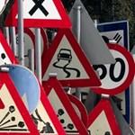 Közlekedési táblát lopott két főiskolás Dunaújvárosban