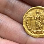 Négy kiránduló diák talált egy 1600 éves aranyérmét