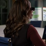 Bemutatta új csodaszemüvegét a Lenovo: akár öt képernyőt vetít viselője elé
