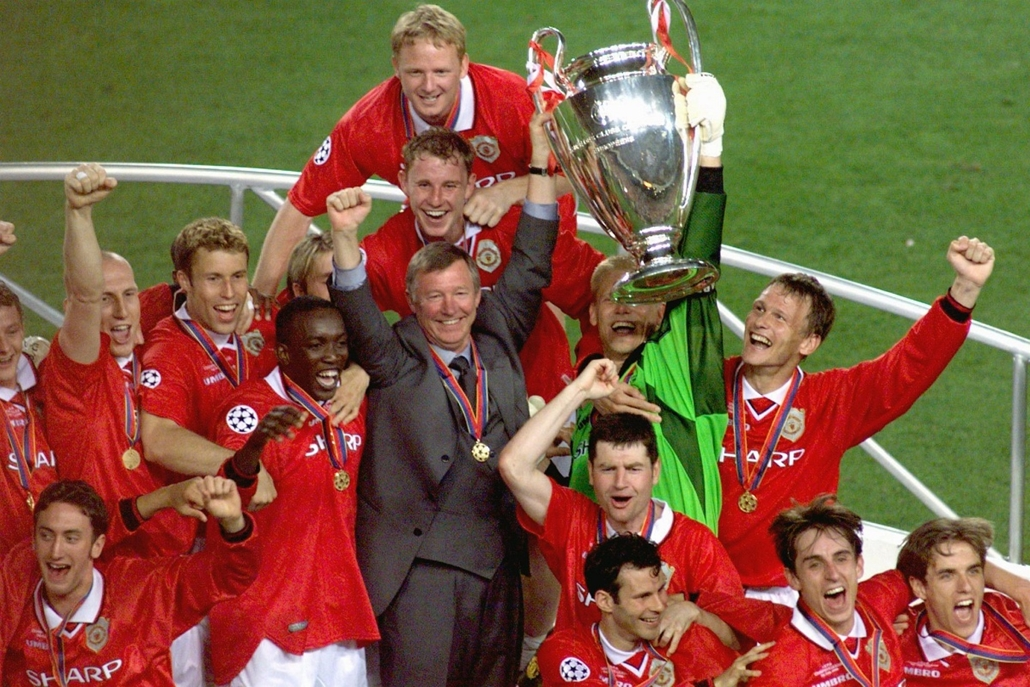 Alex Ferguson nagyításhoz - SPAIN, Barcelona : Manchester United manager Alex Ferguson celebrates with his players, after they defeated Bayern Munich in the Champions League final in Barcelona, 26 May 1999. Manchester won 2-1.