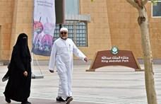 Fellépés közben késeltek meg három előadót Rijádban – videó