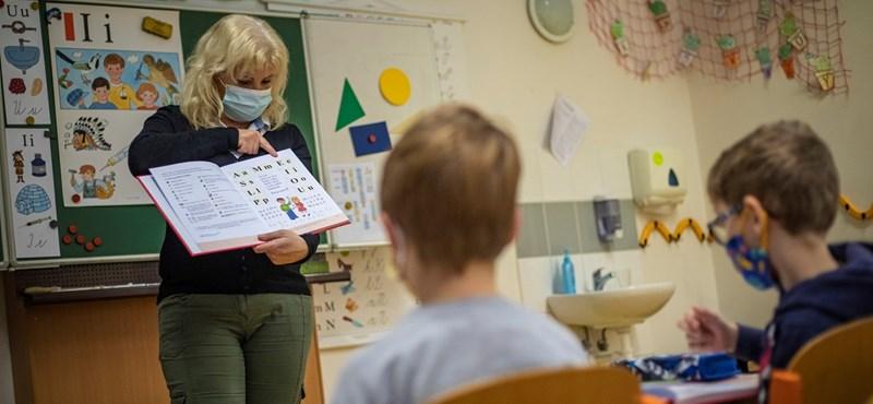 A héten újabb osztályok térhetnek vissza az iskolákba Csehországban