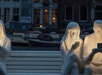 Gyertyafény helyett már mobilok világítják meg az arcunkat télen