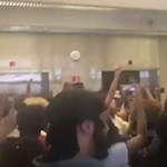 Rihanna egyik dalát skandálva tüntettek az egyetemi sikkasztás ellen Amerikában - videó