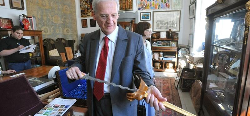 Elárverezi elnöki ajándékait Sólyom László - fotó