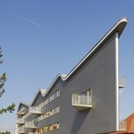 Háromszög és hullám egy nyitrai házon