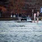 Fenyegetnek a villámárvizek: spéci rendszer húznak fel Szegednél