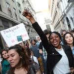 Élőlánccal tiltakoznak ma a CEU kicsinálása ellen