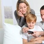 Kutatás: ebben a dologban rosszul hat a gyerekekre a sok kütyüzés
