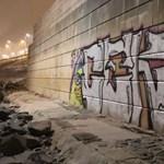 Külföldi fiatal fújt fel egy 20 négyzetméteres graffitit az Erzsébet híd pillérjére