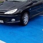 Parkolásból elégtelen: egy kabrióval egyszerre két budaörsi rokkanthelyen