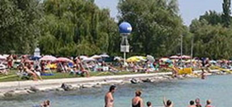 Szépülő strandok, szolid áremelések a Balatonon