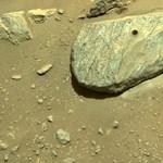 En la foto aparece la roca marciana excavada por la perseverancia.