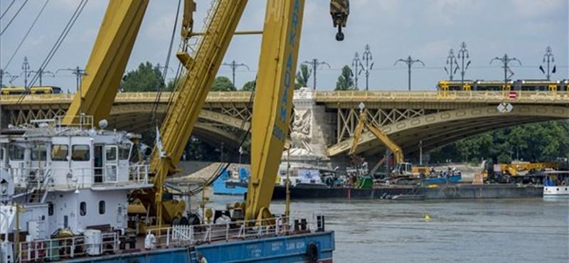 Sávot zártak le a Margit hídon