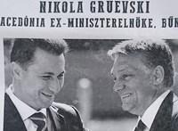 Közterületi plakátokon körözik Gruevszkit – fotó
