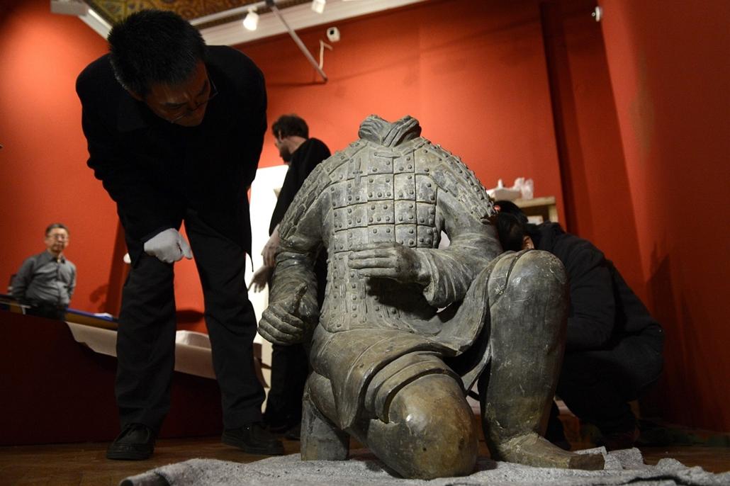 mti.15.01.29. - Megérkezett ''Az ősi Kína kincsei'' című kiállítás anyaga az Iparművészeti Múzeumba - kiállítás