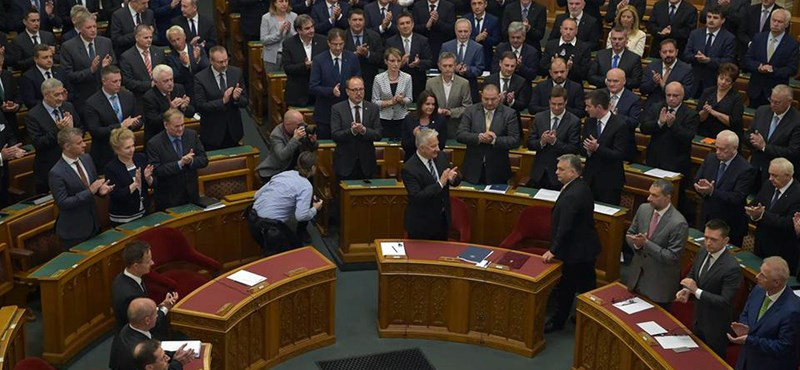 Elvesztette Soros-jellegét -  Stop Sorosról és Alaptörvény-módosításról vitáztak a képviselők