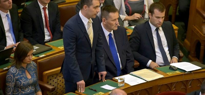 Jobbikosok gatyájában turkál a TV2