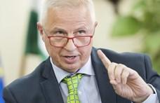 Hiába a Fidesz felfüggesztése, Trócsányi a Néppárt kampánynyitóján járt
