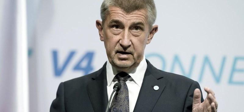 Elnézést kért a cseh miniszterelnök, mert kevés a védőmaszk az országban