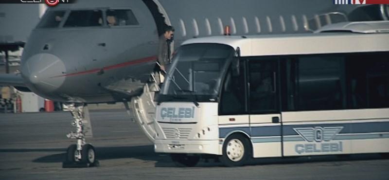 Habony Árpád is helikopteren utazott, sosem találja ki, melyik céggel