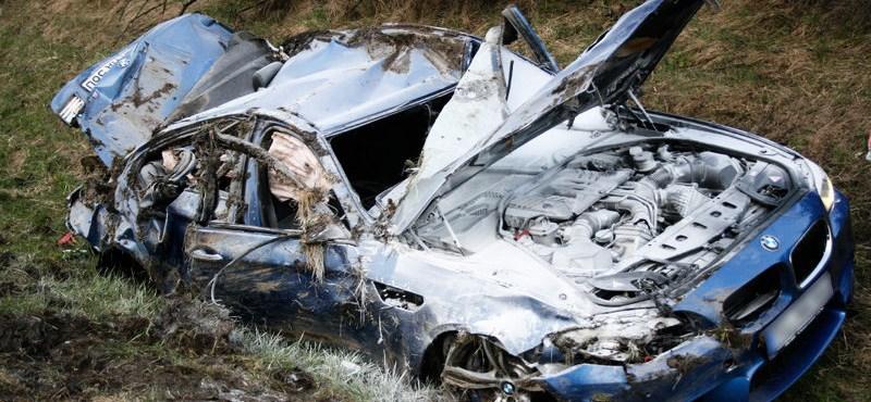 Ennyi marad egy BMW M5-ből, ha 300-zal baleseteznek vele
