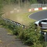 Nagy mázlija volt ennek az Audinak a Nürburgringen - videó