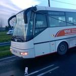 Elektromos vezetékek miatt ragadtak bent az utasok egy buszban Abdán - fotók