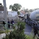 Fotók érkeztek a budafoki házba hajtott betonkeverőről