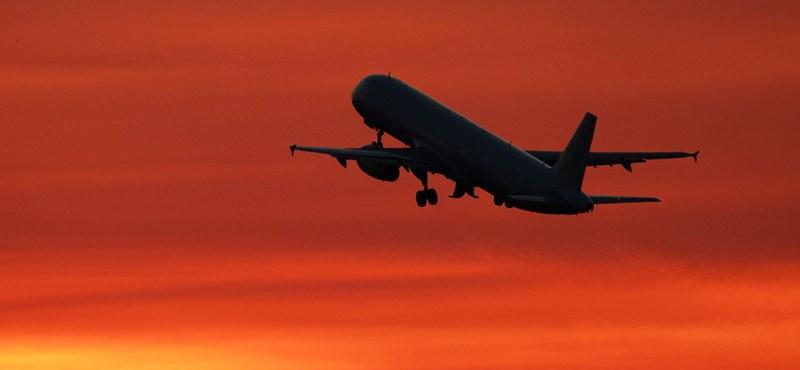 1,2 tonna túlsúllyal szállt fel egy repülőgép, mert egy szoftverhiba gyereknek nézte a felnőtt nőket