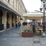 Szerbiában hétfőtől kinyithatnak az éttermek és kávézók kerthelyiségei