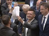 Eszét vesztő ellenzékről ír a kormányoldali média