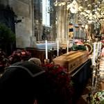 Még Arnold Schwarzenegger is beszédet tart Niki Lauda temetésén