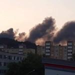 Hatalmas lángokkal égett egy raktár Kazincbarcikán