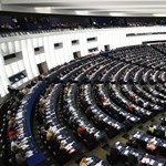 Szoros a verseny Európában: kezdhetnek aggódni a szocdemek és a Néppárt is