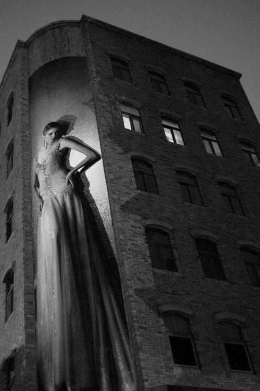 NE használd_! - Bartis Attila nagyítás - Óriásplakát éjjel, Tajpej, 2014