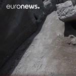 A vulkánkitörést nézhette, amikor lefejezte egy kőtömb – különleges lelet került elő Pompejiben