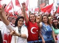 Erdogan tánca a Szürke Farkasokkal helyzetbe hozta a török szélsőjobboldalt