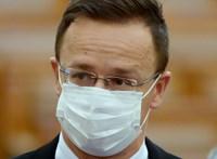 Több tízmilliárdból vásárolna kínai és orosz vakcinát a kormány, Szijjártó megy majd értük