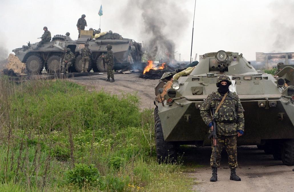 afp.14.05.02. - Szlovjanszk, Ukrajna: ukrán katonák egy ellenőrzőpontnál