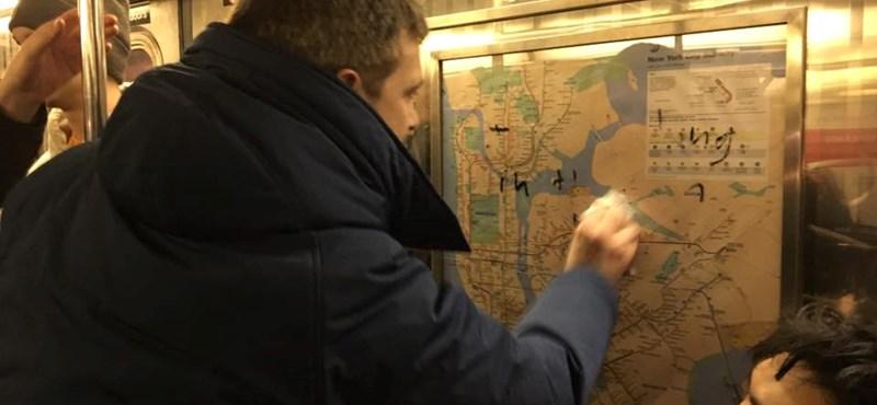 Az utasok takarították le az antiszemita feliratokat egy New York-i metrókocsiban