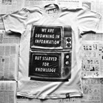 A nap pólója: megfulladunk az információban, de éhezünk a tudásra