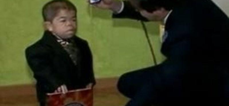 Videó: a legkisebb férfi a világon egy kolumbiai
