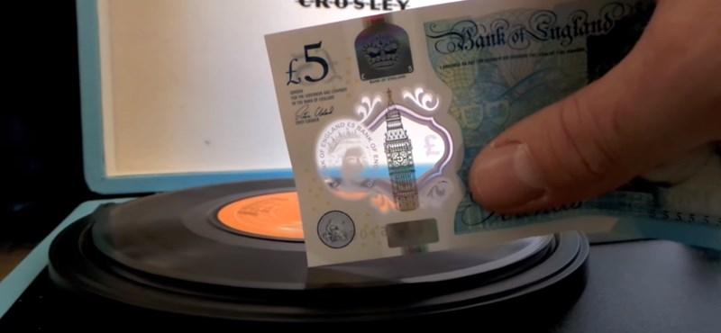 Ezt hallgassa: simán viszi a bakeliteket az új 5 fontos bankjegy