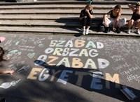 Spiró György, Pintér Béla és több mint 100 európai drámaíró áll ki az SZFE autonómiája mellett