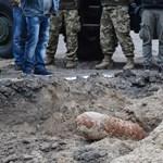 Sikerült hatástalanítani a Bozsik Stadion melletti bombát - fotók